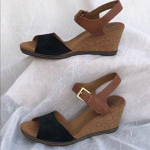 Clarks cushion Soft Sandals Wedges